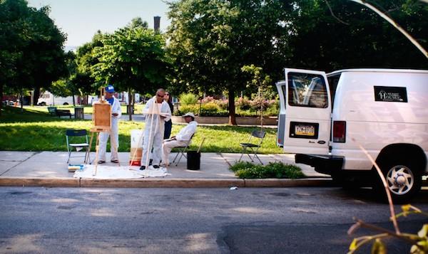 The group sets up a side-walk studio. Photo courtesy Felipe Castelblanco