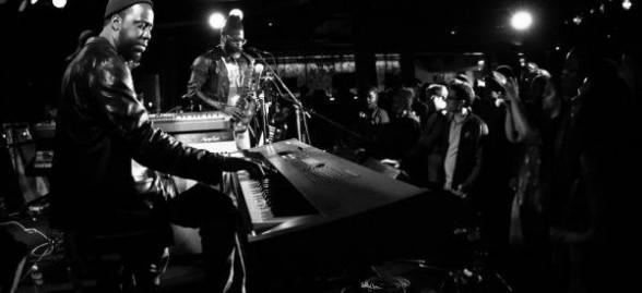Robert Glasper performing