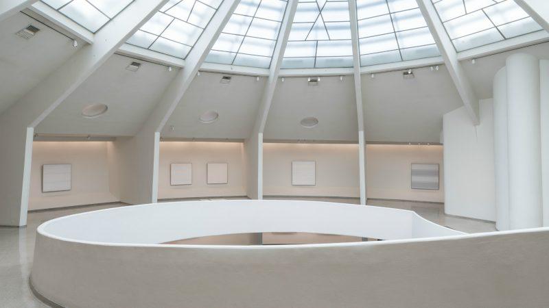 Installation View: Agnes Martin, Solomon R. Guggenheim Museum, New York, October 7, 2016 – January 11, 2017. Photo: David Heald © Solomon R. Guggenheim Foundation.