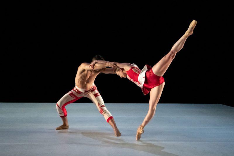 Dancers (L to R) Richard Villaverde and Skyler Lubin in Off the Canvas by Katarzyna Skarpetowska. Photography by Vikki Sloviter.