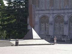 Barnett Newman, Broken Obelisk