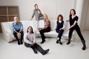 Manifesto. From left to right: Olympia Scarry, Antoine Guerrero, Lola Montes Schnabel, Elisabeth von Thurn und Taxis, Ena Swansea, Ellen Berkenblit. © Sasha Arutyunova.